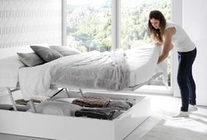 Orden en el dormitorio. Organizando el canapé de la cama