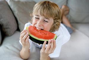 Un sofá muy fácil de limpiar ideal para familias inquietas