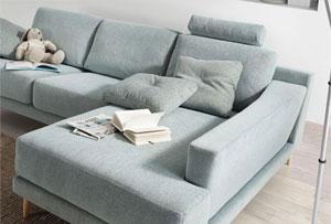 Decorar la sala con un sofá chaise longue. Consejos e ideas