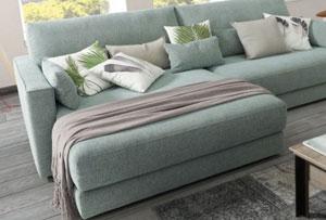 Decorar el sofá con cojines. Consejos muy suaves y mullidos