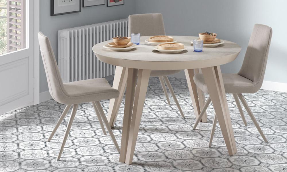 Elige bien qué tipo de mesa y silla casan con tu salón